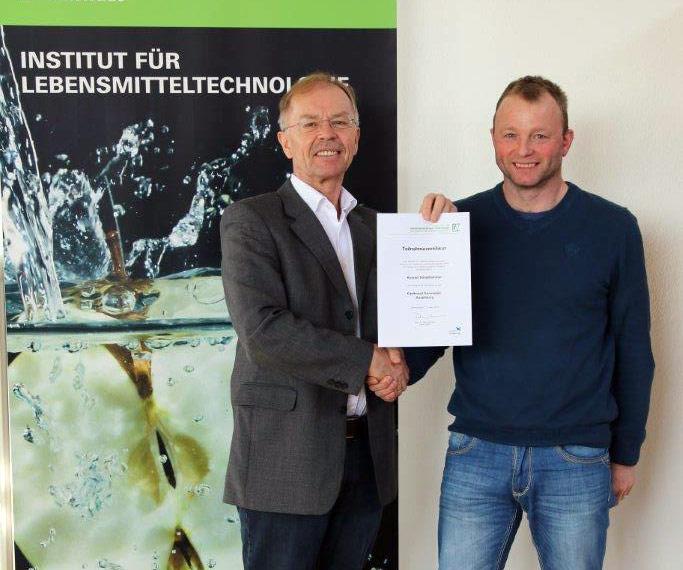 Teilnehmerurkunde überreicht durch den Prof. Dr. Dirk Rehmann
